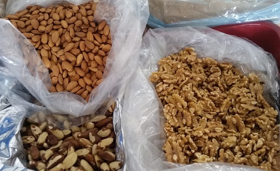 Produtos da ceia natalina, como castanha do Pará e avelã, com preços reduzidos na Ceasa-CE