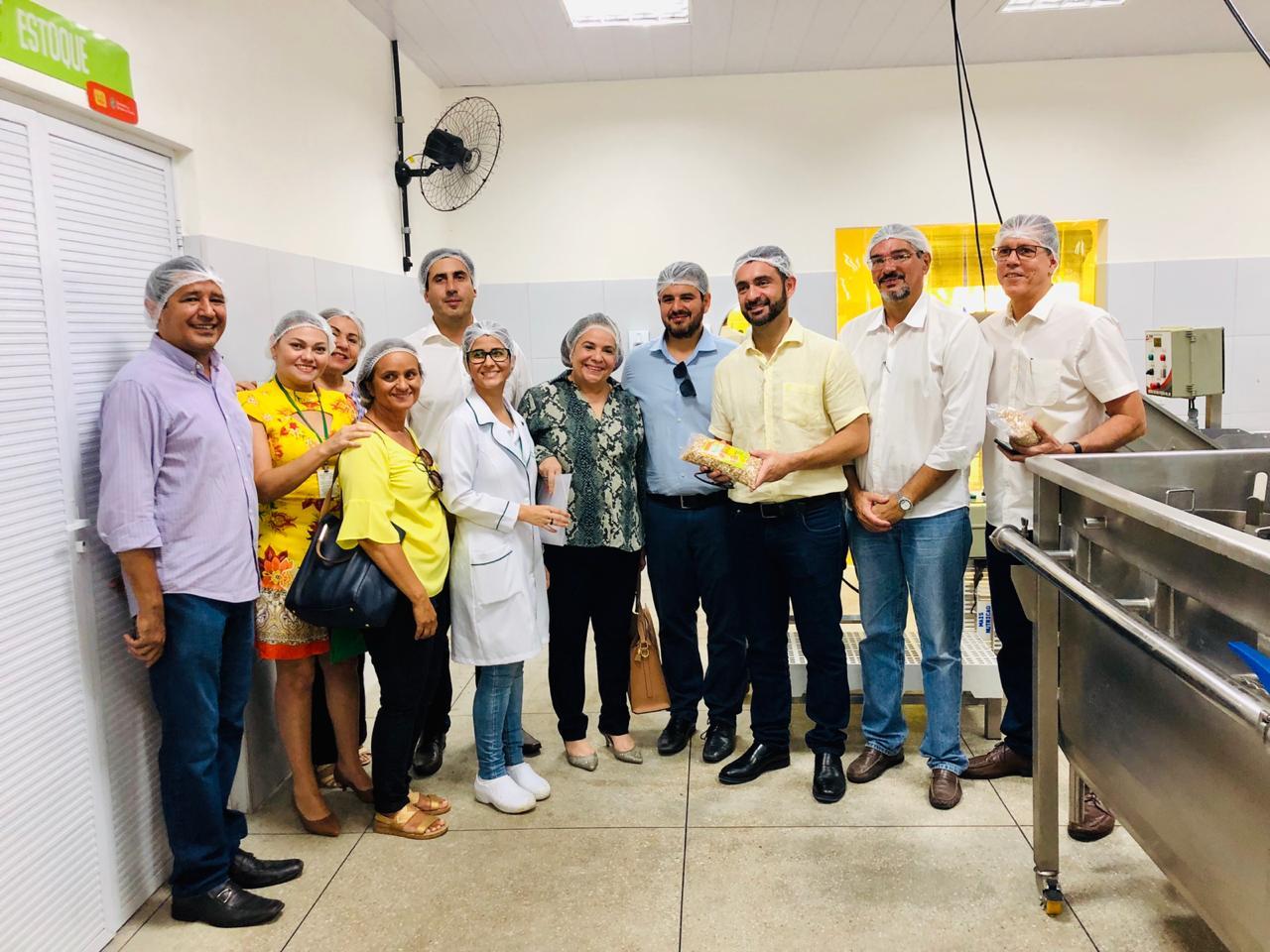 Comitiva do governo de Alagoas visita a Fábrica do Mais Nutrição