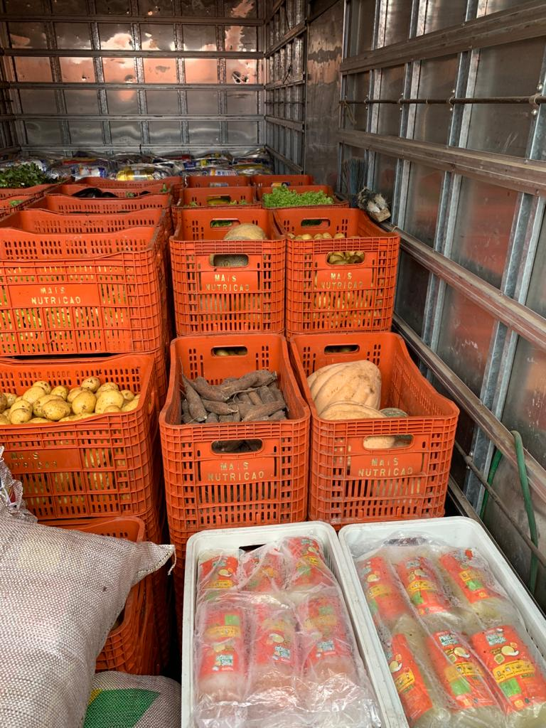 Crateús e Quiterianópolis recebem 15 toneladas de alimentos do Mais Nutrição.