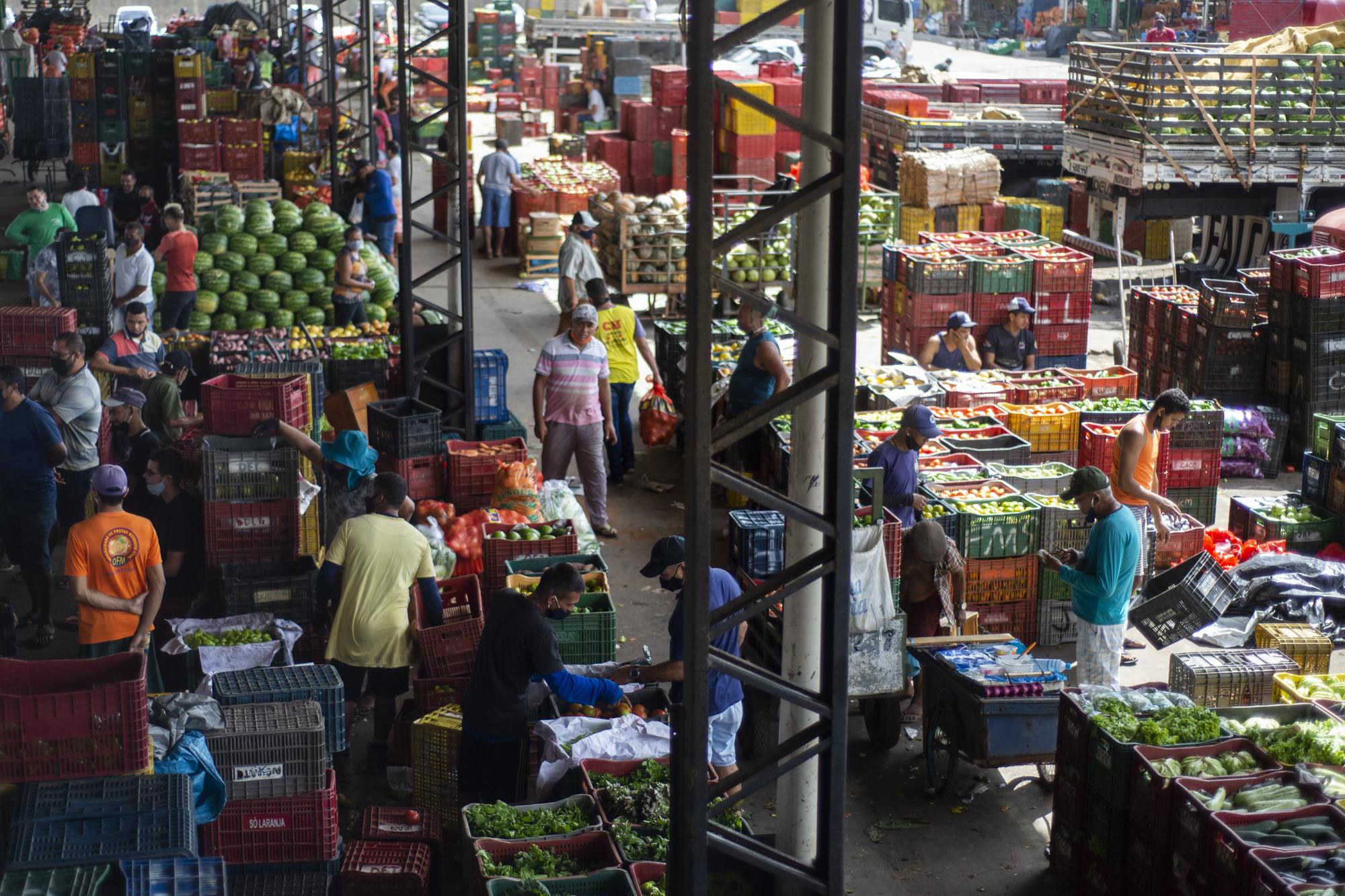 Semana inicia com abacaxi e banana prata em oferta na Ceasa-CE